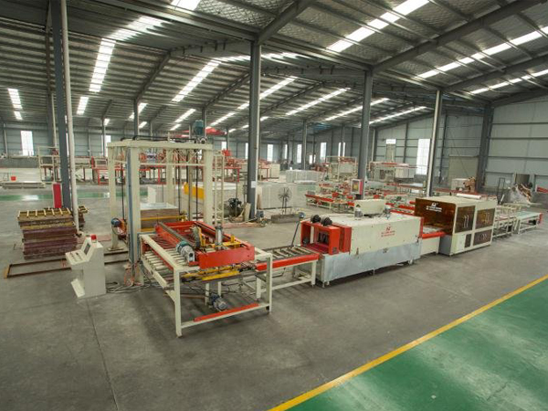 全自动PVC贴面板生产线